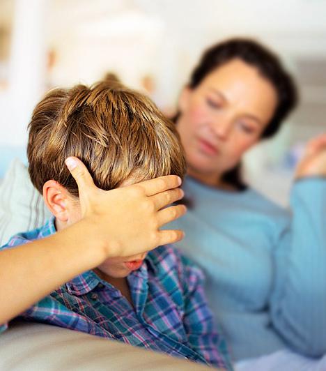 Ha álmában veszekszik veled  Minden gyerek szereti a szüleit, így rettentő bűntudatot kelt bennük egy olyan álom, melyben velük veszekednek, őket hibáztatják valamiért, esetleg odamondanak nekik olyan dolgokat, melyeken elszégyellik magukat ébredéskor. Az álomban jelentkező agresszió, düh, melynek valamely szülő a célpontja, akár rég lezárt, de fel nem dolgozott sérelmekre is utalhatnak a gyerek részéről. Gondold végig: mondtál vagy tettél valaha olyat, ami mélyen a lelkébe vágott? Ha igen, tisztázd vele, mert az álombéli veszekedés azt jelzi, ő készen áll arra, hogy ne csak felszínesen kommunikáljatok, hanem kibeszéljétek a konfliktusaitokat.