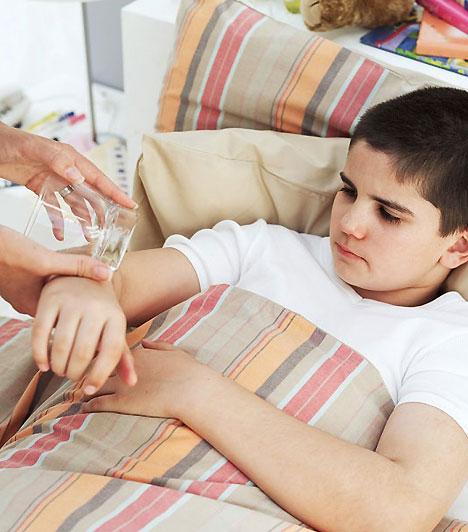 Agyhártyagyulladás                         A meningococcus C nevezetű kórokozó által okozott fertőzéses megbetegedés, amely sajnos halálos kimenetelű is lehet. Antibiotikummal kezelik. A megelőzésnek különösen nagy jelentősége van – manapság már elérhetők olyan védőoltások, amely két hónapos kortól adhatók, és mivel immunmemóriát hoznak léte, hosszú távú védettséget biztosítanak.