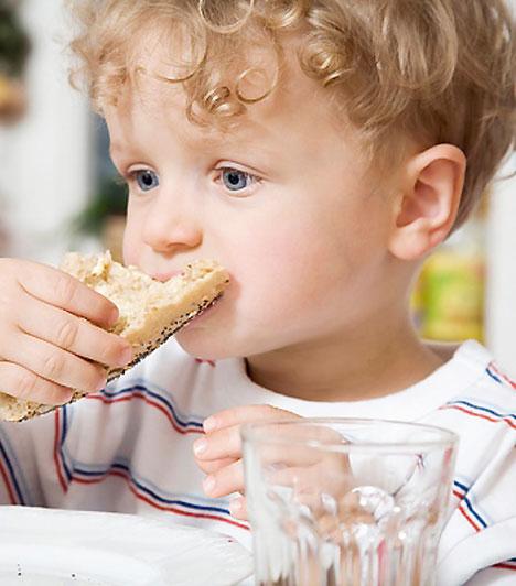 Lisztérzékenység  Krónikus bélrendszeri betegség, amelynek lényege a glutén egyik összetevőjére, a gliadinra adott reakció. A megoldást a gluténmentes diéta jelenti – a kicsinek meg kell értenie, hogy számára tilos a búza, az árpa, a zab, a rozs és a durumbúza minden formája. Egyéb kezelésre nincs szükség.  Kapcsolódó cikk: 3 étel, amivel tudtodon kívül mérgezed a gyereket »