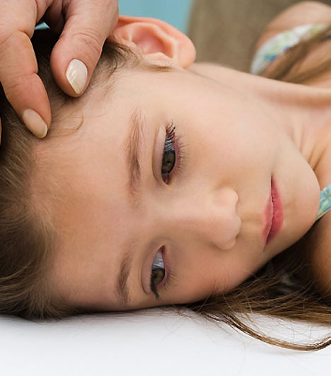 Vakbélgyulladás                         Szinte minden esetben heveny betegség. A kezdeti tünetek - hányinger, rossz közérzet, bizonytalan hasfájás, esetleg hőemelkedés - jelentkezését követően 24-48 órán belül a kezeletlen betegség olyannyira előrehalad, hogy a vakbél kilyukad, ezért mielőbbi műtéti beavatkozásra van szükség.