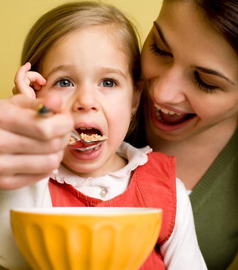 Étvágytalanság  A csecsemőkori étvágytalanság oka nemritkán mama és a baba közötti kommunikációs zavar: az újdonsült anya nem mindig tudja dekódolni a kicsi jelzéseit, így nem akkor eteti meg, ha az valóban éhes. A későbbiekben pedig a közösségbe való beilleszkedési zavarok vezethetnek étvágytalansághoz, amihez iskolákorban a teljesítmény miatti szorongás is hozzájárulhat. Az erőltetés minden esetben tovább rontja a helyzetet.