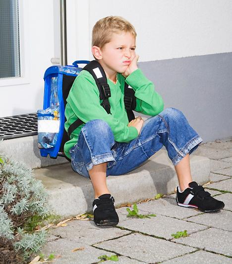 Iskolaundor  Az iskola nagy váltás az óvoda után, és a gyerekek eltérő képességeiből adódóan kinek könnyebb, kinek nehezebb ebbe belerázódni. Ha csemetéd az utóbbiak közé tartozik, sikerélmény híján érthető, ha nem nagy kedvvel megy az iskolába. Sokat segíthet az otthoni gyakorlás. Ha úgy látod, hogy az iskolában nem éri elég dicséret, legalább otthon add meg neki a pozitív visszajelzést.