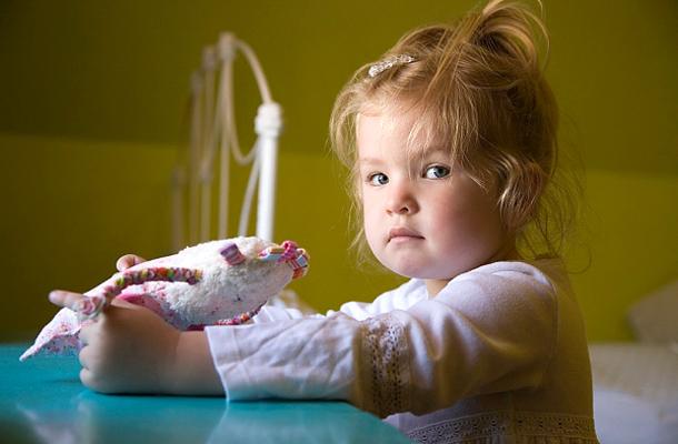 gyermekkori rohanás tünetei)