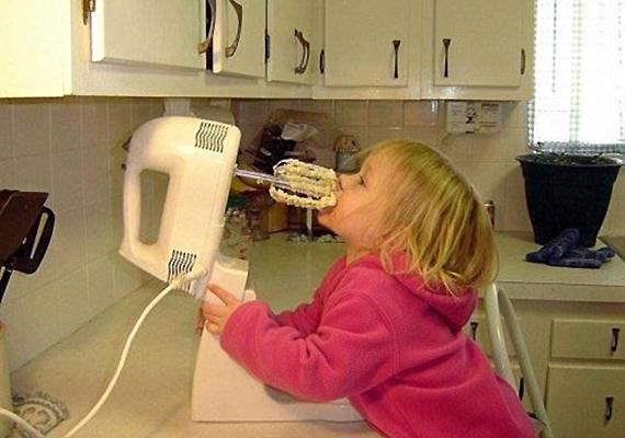 Nem lett volna célszerűbb, ha anyu vagy apu fotózás helyett inkább kihúzza a kettőhúszból a mixert?
