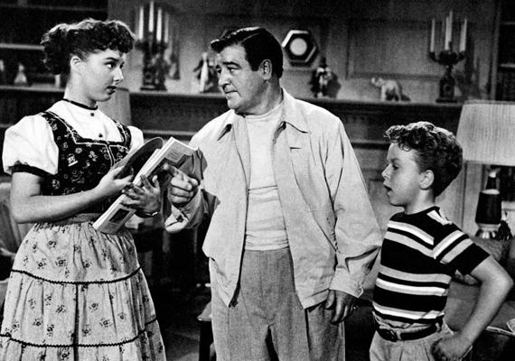 Egy korai sitcom, az 1953-tól 1964-ig futó Make Room For Daddy szereplője volt Rusty Hamer, aki korát meghazudtolóan éles meglátásaival tett szert népszerűségre. Ám a sorozat után nem találták meg újabb felkérések, alkalmi munkákból élt, nemritkán bátyja támogatására szorult. 1990-ben egy pisztollyal lett öngyilkos. A képen sztárgyerekként, Gigi Perreau és Lou Costello társaságában látható.