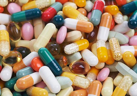 Bizonyára nem hagyod kint a gyógyszereket a gyermek előtt, de például az étrend-kiegészítőkre is így ügyelsz? Egyetlen vitamintabletta is végzetes lehet, mert ha nem jól megy le, fulladást okozhat.