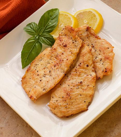 Hús  A vasbevitel, továbbá a cink-, jód- és szelénbevitel szempontjából is fontos, hogy a gyermek fogyasszon húsféléket. A hús, amit készítesz, legyen minél változatosabb! A csirke és a hal két nagyon jó választás, de pulykát, belsőséget is adj a kicsinek. Ha te vagy a párod vegetáriánusok vagytok, ne essetek abba a hibába, hogy a gyermeknek sem adtok húst! Adjatok neki a normál étrend szerint mindent, és majd felnőttként ő eldönti, szeretne-e ő is húsmentesen étkezni.