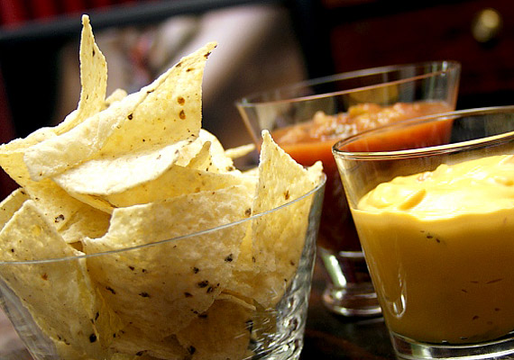 A chips csak egy nagy adag tartósító- és színezőszer, nincs benne semmi természetes. Már-már mondhatni műanyag.