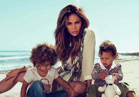 Jennifer Lopez születésük óta mindent megad az ikreinek. Ám szoptatni nem volt hajlandó őket, arra hivatkozva, hogy annak idején az ő édesanyja is így tett, és a tápszer különben is nagyon egészséges. Valószínűleg nem hallott még a szoptatás pozitív hatásáról az anya-gyermek kapcsolatra.
