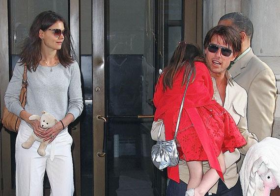 Katie Holmes-Tom Cruise házaspár nem maradhatott ki a felsorolásból - agyonkényeztetett kislányuk, Surie lényegében azt csinál a környezetével, amit akar. Félő, hogy a megértés, elfogadás és segítőkészség nem tartozik majd a meghatározó jellemvonásai közé nagykorában.