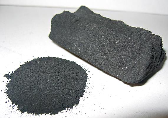 Az aktívszén-porból készült massza gyorsan kiszívja a csípésből a mérget. Nyiss ki néhány szénkapszulát - patikákban kapható -, öntsd ki belőlük a port, keverd össze pár csepp vízzel, és kend a csípésre.