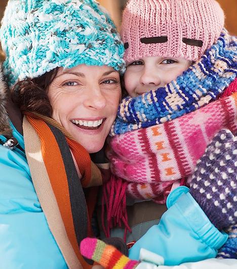 Friss, hideg levegő  A krupp kórokozói légúti megbetegedéseket kiváltó vírusok, melyek ellen gyógyszerrel nem sokat lehet tenni. A legijesztőbb tünete a fulladásos, levegő után kapkodó köhögés, amiért a légúti szűkület felelős. Súlyosabb esetekben általában szteroidokkal kezelik, de ha nem romlik rohamosan a légzés, akkor nincs rá szükség. A hideg levegő ilyenkor megkönnyíti a gyerek légzését, ezért az orvosok azt javasolják a szülőknek, hogy vigyék ki a szabadba a kicsit, esetleg ültessék egy rövid időre nyitott ablak mellé.