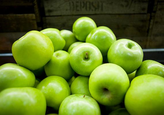 Méltatlanul elhanyagolt gyümölcsünk, az alma a C-vitamin mellett B1-, B2-, B6-vitamint, folsavat, kalciumot, vasat, magnéziumot, foszfort, káliumot és cinket is tartalmaz.