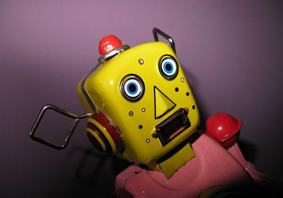 Az efféle robotok nemrég futurisztikusnak számítottak - ma már a retro kategóriába tartoznak, de a gyerek attól még szívesen játszhat velük.