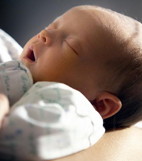 Gyomorkimenet szűkület  A gyomorkimenet ürülését szabályozó izomzat nagymértékben megduzzad, így a gyomor nem képes ürülni, ezért a baba sugárban hány. A betegség 2-8 hetes korban, főleg fiúknál adhat hírt magáról. A probléma sebészi úton megoldható, kezelés nélkül halált okoz.