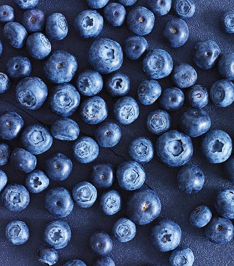 Fekete áfonyaAntibakteriális és keringést serkentő hatása is van, hiszen legfontosabb összetevői az antioxidánsok. Emellett bizonyított tény, hogy vitaminjaival és alapanyagaival védi a szemeket és segít az ideghártya regenerálódásában.