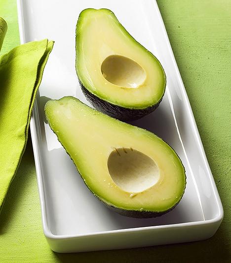 Avokádó  Az avokádóban sok minden megtalálható, amire szükségük van a gyerekeknek: telítetlen zsírsavakban gazdag, valamint B-, C-, E- és A-vitamint tartalmaz. Továbbá káliummal, vassal, magnéziummal és kalciummal is rendelkezik.