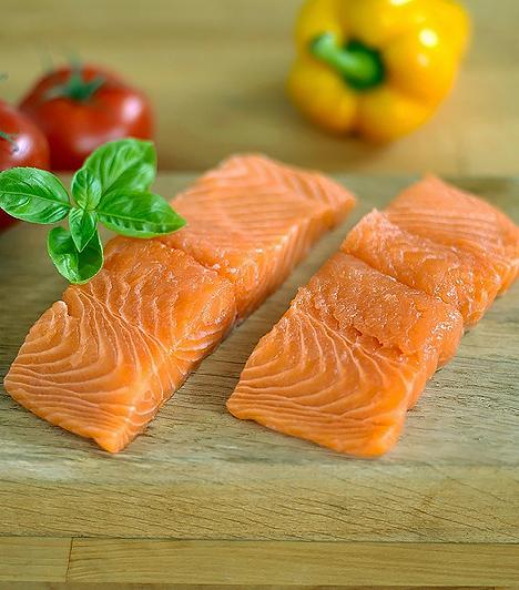 Lazac  Amellett, hogy fehérjeforrás, a lazac a szívre rendkívül jó hatást gyakorló omega-3 zsírsavakkal rendelkezik, melyek megtalálhatóak még a hering, a makréla és a kékhalak húsában is.