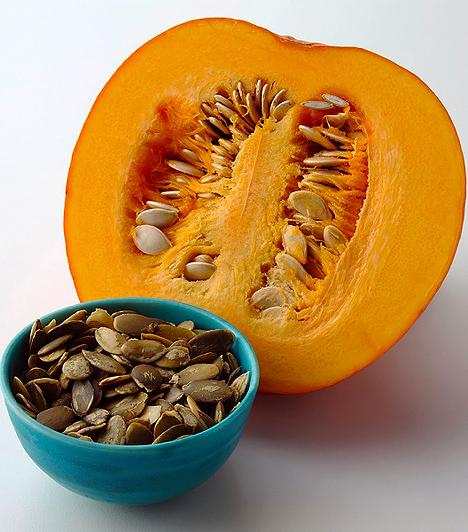Sütőtök és tökmag  A sütőtök nemcsak rostban gazdag, hanem a béta-karotin-tartalma is jelentős, mely antioxidánsként viselkedik. Ezzel a vitaminforrással télen is feldúsíthatod a gyerkőc étrendjét, ráadásul könnyű emészthetősége miatt már kiskortól fogyasztható. A tökmag pedig nassolásra is alkalmas, miközben esszenciáliszsír-tartalma segíti az A-vitamin felszívódását.