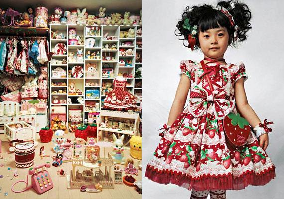 A japán Kaya szobája a padlótól a mennyezetig zsúfolva van babákkal és ruhákkal. Utóbbiakat édesanyja készítette - a szorgos mama átlagosan havi három új rucit varr a kicsinek.