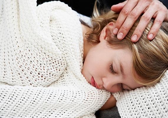 Ha a gyerkőc lábon hordja ki a betegséget, újra és újra visszaeshet, ezért nagyon fontos a sok pihenés - a tünetek megjelenésétől számítva.