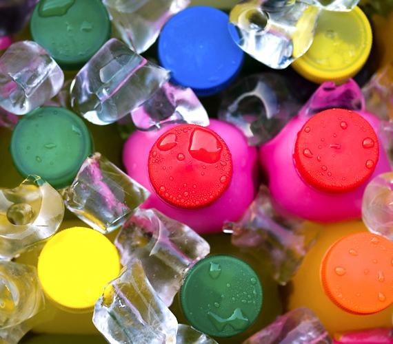 A különféle üdítőket sok gyerek víz helyett issza, pedig számos egészségtelen hatásuk mellett hiperaktivitást is okozhatnak.