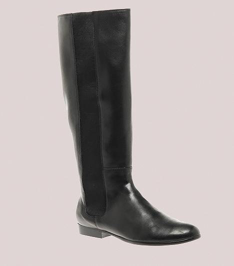 Gumibetétes szármegoldások  A hosszú szárú csizmák esetében a cipzárnál is jobb szolgálatot tehetnek a rugalmas gumibetétek, melyek leginkább a belebújós, merev bőr fazonoknál áldásosak. Ezáltal nem válnak kényelmetlenül szorossá, amikor gyarapodik a súlyod vagy bedagad a lábad, ugyanakkor a csizma felhúzását is leegyszerűsítik. A függőleges, sötét gumirész a vádlid megnyújtásában úgyszintén jeleskedhet, amennyiben túl rövidek a virgácsaid.