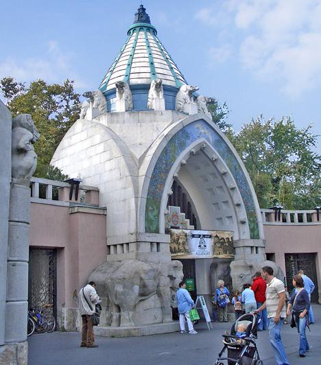 Fővárosi ÁllatkertAz állatkert nem csak a gyerekek számára ígér remek szórakozást, hanem a felnőttekére is. A Fővárosi Állatkert állatsimogatója, a hüllőház és sok-sok kifutó élményekkel teli kikapcsolódási lehetőséget biztosít.