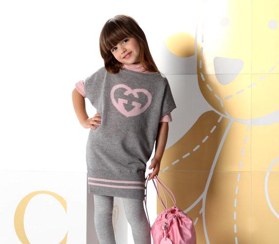 A megfontolt szürke és a vidám rózsaszín nemcsak felnőtteknél ideális párosítás - a gyerek ruhatárában is megállja a helyét.