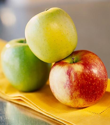 Alma  Holland és skót kutatások bebizonyították, hogy a terhesség alatti rendszeres almafogyasztás csökkenti annak az esélyét, hogy a gyermek asztmás legyen a későbbiekben. Továbbá az alma emésztést segítő és magas antioxidáns hatású gyümölcs. Rosttartalmának egyharmadát a pektin adja, mely javítja az anyagcserét. Segíti az immunrendszert, vagyis gyulladáscsökkentő, baktériumölő és májvédő szerepet is betölt.