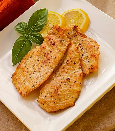 Húsok  A húsok fehérjetartalma nagy szerepet játszik az agy működésének folyamataiban és fejlődésében. Főleg a sovány szárnyas húsok fogyasztása ajánlott a terhesség ideje alatt, melyek B-vitaminokban, zsírsavakban, cinkben, foszforban, szelénben bővelkednek. A vérszegénység kivédése miatt érdemes néha sovány marhahúst is fogyasztanod, mert magas a vastartalma.