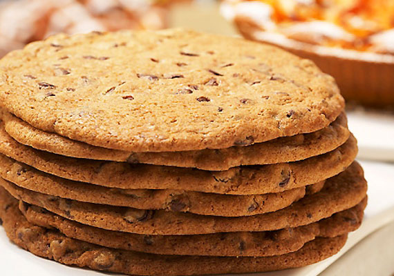 Süss teljes kiőrlésű kekszet az előrecsomagolt, csokis és egyéb ízesítésű helyett. A rostban gazdag finomság nemcsak az emésztést könnyíti meg, hanem az idegrendszert is erősíti.