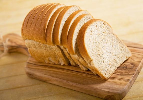 Fehér kenyér helyett vegyél teljes kiőrlésűt, ugyanis a fehér kenyér finomított lisztből készül, ami által nagyon sokat veszít tápanyagtartalmából.