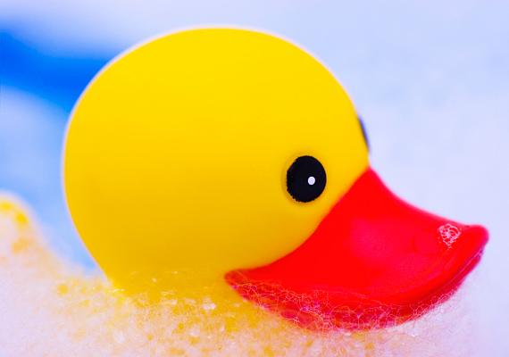 Bár egyre inkább odafigyel a fogyasztóvédelem, a rossz minőségű műanyag játékok még mindig okozhatnak allergiás reakciókat, sőt, mérgezést is.