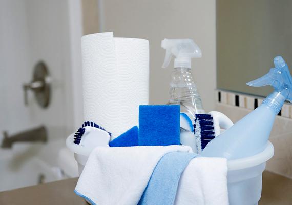 Ugyanez igaz a lakásban használt vegyszerekre, a különféle rovarirtóktól egészen a tisztítószerekig.