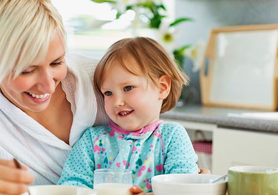 Figyeld meg, szokott-e olyan lenni, hogy játszol a gyerekkel, esztek vagy beszélgettek, de ő mégis mindig egy bizonyos másik irányba figyel. Ilyenkor akár egy angyalt is láthat.