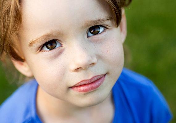 Az angyallátó gyerek érzi, hogy valami különleges dologra képes, és ezáltal érdeklődik is iránta. Az angyalok iránt mutatott érdeklődése is egy jele lehet képességének.