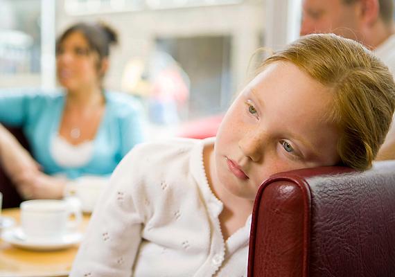 Gyerekszokás, de akár az angyallátás jele is lehet, ha a gyerek úgy tűnik, magában beszél. Talán éppen egy felnőttek számára láthatatlan lényhez szól ilyenkor.