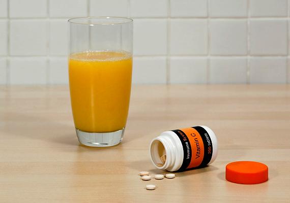 Ha naponta szedsz minimum 500 milligramm C-vitamint, az is hasznos lehet. Ez a vitamin ugyanis a vénák falát is hatékonyan megerősíti, és gyulladáscsökkentő hatású.