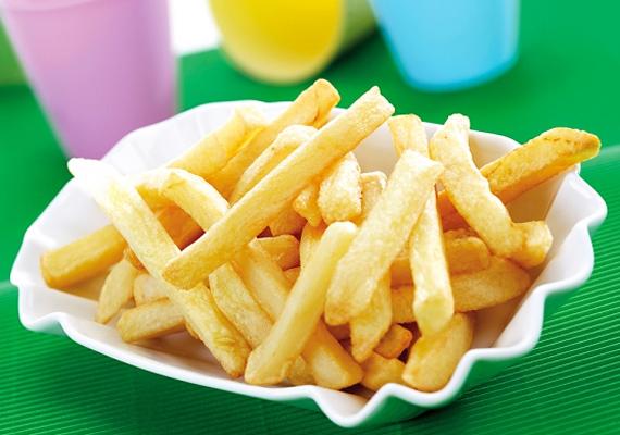 Ugyanígy bármi, ami olajban sül, legyen az sült krumpli vagy bármilyen rántott étel, nagyon káros, transzzsírtartalma ugyanis magas. Egy adag sült krumpli körülbelül öt grammot tartalmaz.