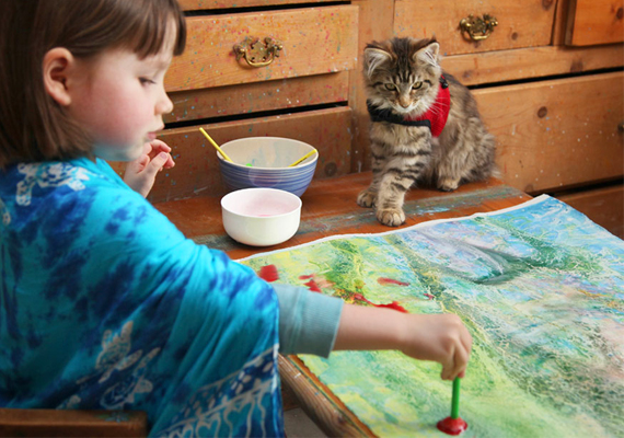 Anyukája szerint a kislány képei lehetővé teszik másoknak is más szemmel nézni a világot.