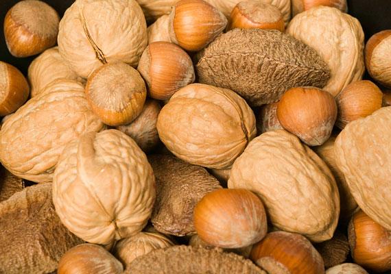Az olajos magvak B3-vitaminban - niacinban - gazdagok, ám ezekkel nem árt vigyázni, mert a mogyoró- és diófélék allergiás reakciót válthatnak ki a gyerekeknél.