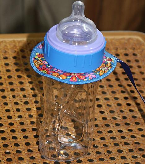 CumisüvegA szoptatást kiegészítő etetéshez négy-hat 250 ml-es, csak szoptatás esetén pedig egy 250 ml-es biztonsági cumisüveg szükséges a hozzá tartozó cumival és peremmel. A szilikoncumi szagtalan, íztelen, nem lesz nyúlós, valamint áttetsző, így könnyen láthatod, hogy mennyire tiszta.Kapcsolódó cikk:Hogyan szoktasd le a cumisüvegről? »