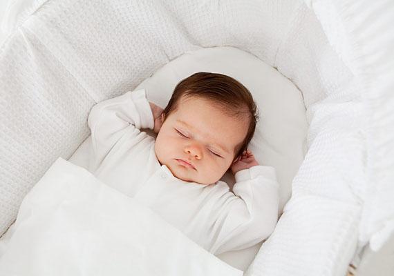 Hasznos, ha már a baba érkezése előtt gondoltok a levegőztetésre. Szerezzetek be egy mózeskosarat vagy egy biztonságos és kényelmes babakocsit, amiben majd kiviszitek a babát a levegőre.