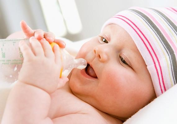 Ne feledkezz meg a cumisüvegről, hátha úgy alakul, hogy nem tudod szoptatni egy ideig a babát, és például teáztatásnál is hasznát veheted majd.