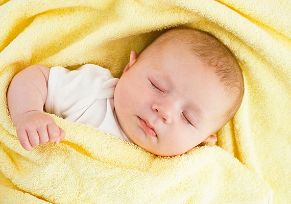 Néhány meleg takaróra nem csak a kiságyban, hanem a babakocsiban is szükség lesz.