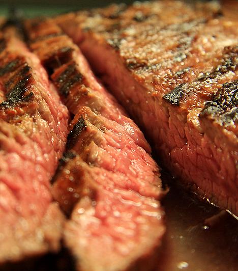 BiomarhahúsJó választás, ha B-vitamin-hiányban szenvedsz. A biomarhahús könnyen felszívódó vasban, cinkben és persze fehérjében is gazdag. A benne lévő cink pedig segít megelőzni, hogy a baba kis súllyal szülessen, és a születési rendellenességek ellen is védelmet nyújt.
