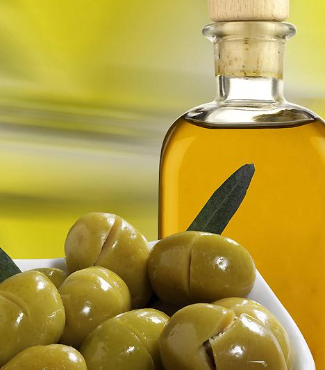 OlívaolajGazdag antioxidáns fenolokban, E-vitaminban és oleinsavban, melyek serkentik a magzat agyának és idegrendszerének fejlődését.