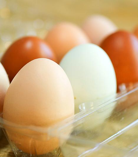 TojásA tojás tele van ásványi anyagokkal, és több mint 12 különböző vitamin található benne. A sárgájában lévő króm segít legyűrni az első trimeszterre jellemző hányingert.