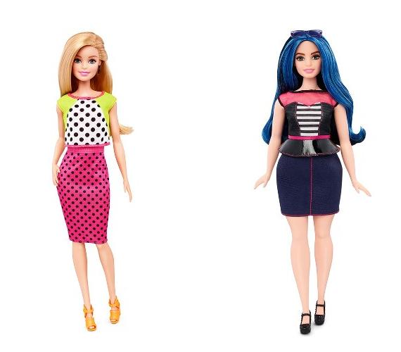 Balra az eredeti alkatú Barbie-t, jobbra a gömbölydedet láthatod. Ugye, milyen örömteli látvány a változás? Kislányod kezében is bizonyára szívesebben látnád az új verziót.